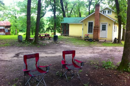 Private Cottage on 58 acres - Mineola