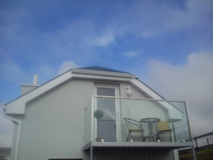 Lovely cosy 2 bed home /studio, 1k from Lahinch.