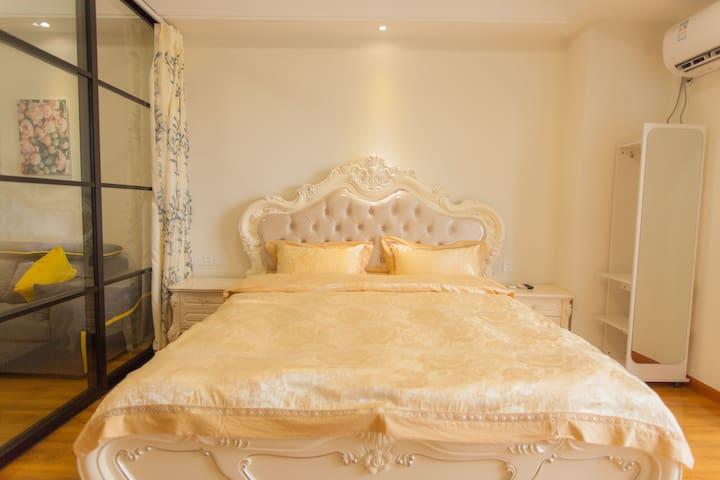 万达豪华欧式大床房有独立卧室