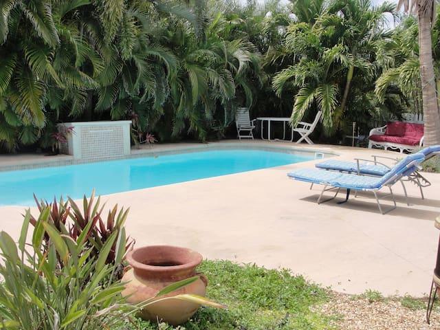Charming CARAVAN in Tropical Oasis - Ramrod  Key