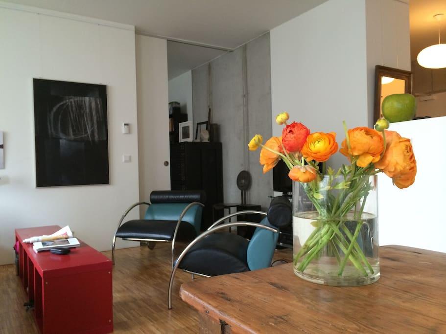 Wohnzimmer / gemütliche Couch - nicht im Bild!