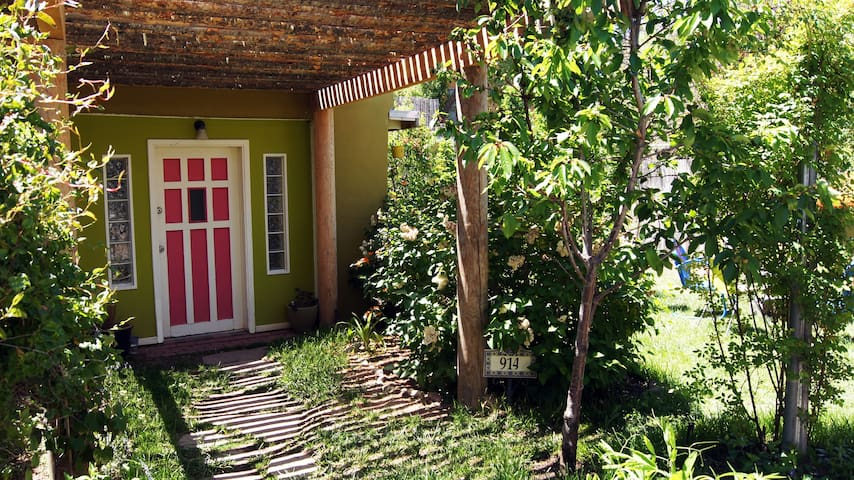 Cozy and Private Casita/Guesthouse - Санта Фе - Дом