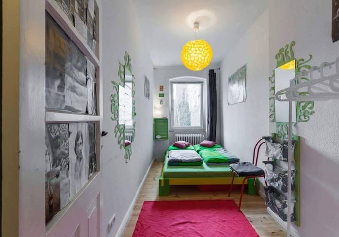 Cosy room in the center of Kreuzberg (NO KITCHEN!)