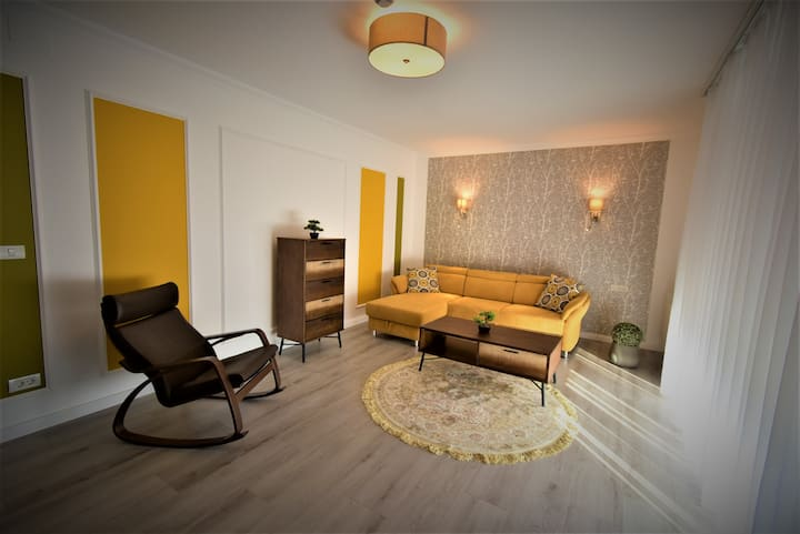 Yellow Fall Free Private Parking & Terrace