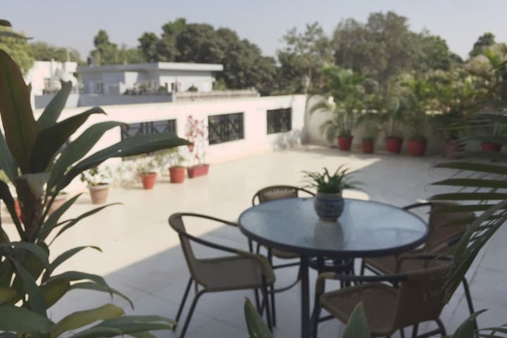 Studio with Attached Terrace - New Delhi - Apartament
