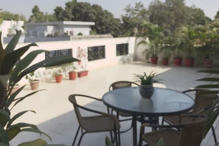 Studio with Attached Terrace - New Delhi - Lägenhet