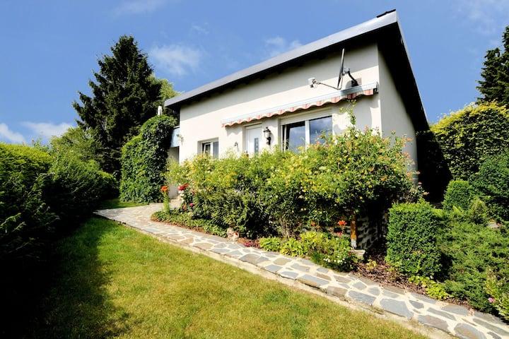 Accogliente casa vacanze a Boevange-Clervaux con giardino