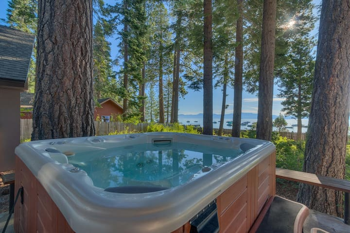 Evan's Lakeview- Lake Across St & NEW Hot Tub