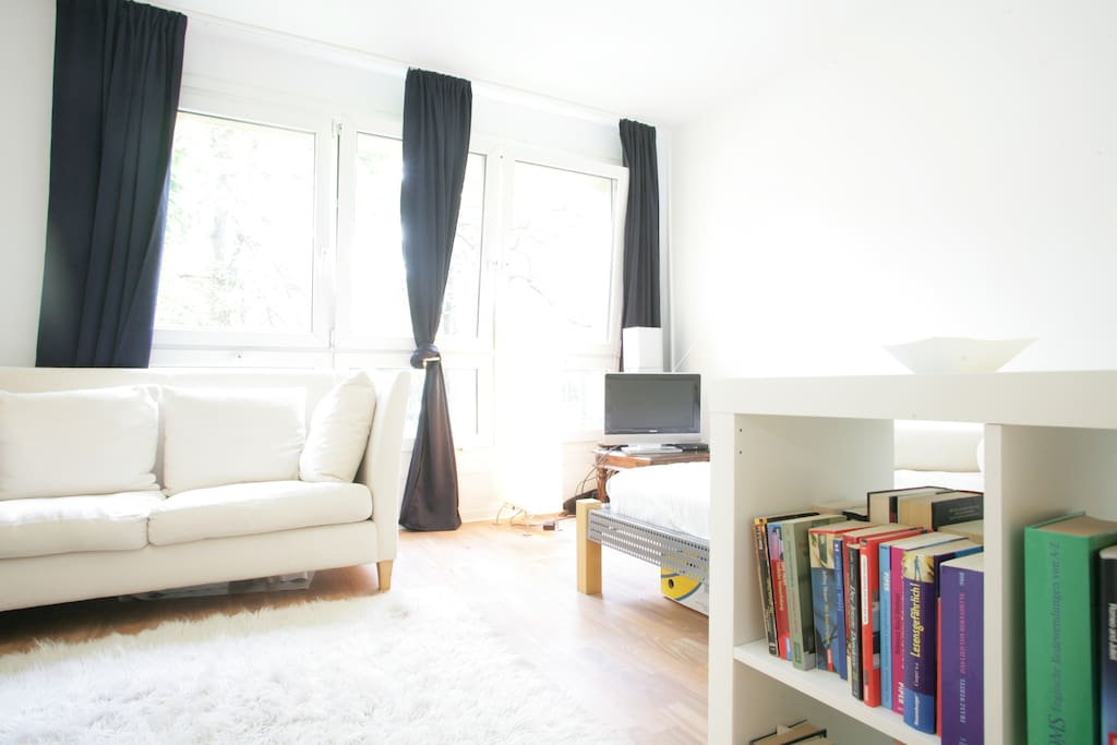 small apartment in berlin center apartments for rent in berlin berlin germany. Black Bedroom Furniture Sets. Home Design Ideas