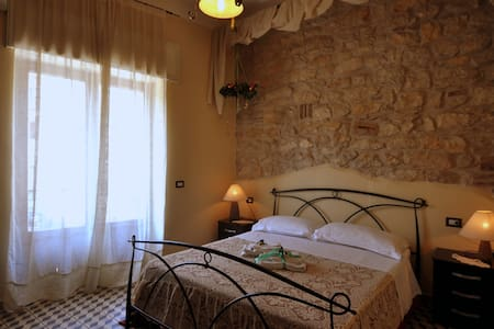 Room Between Rome-Naples (R.Oreste) - Bed & Breakfast