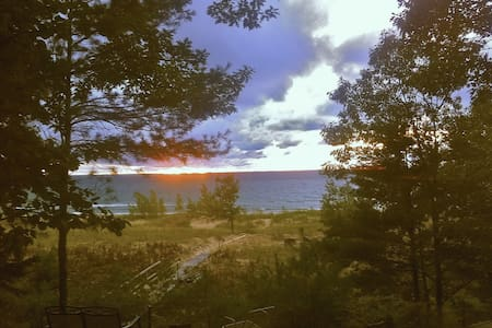 Lake Michigan Private Beach Cottage - Pentwater