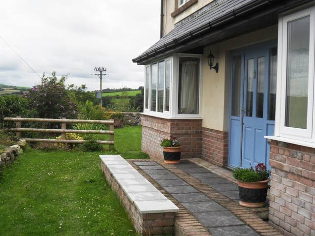 Nr Carmarthen, large twin room with en-suite - Peniel - Bed & Breakfast