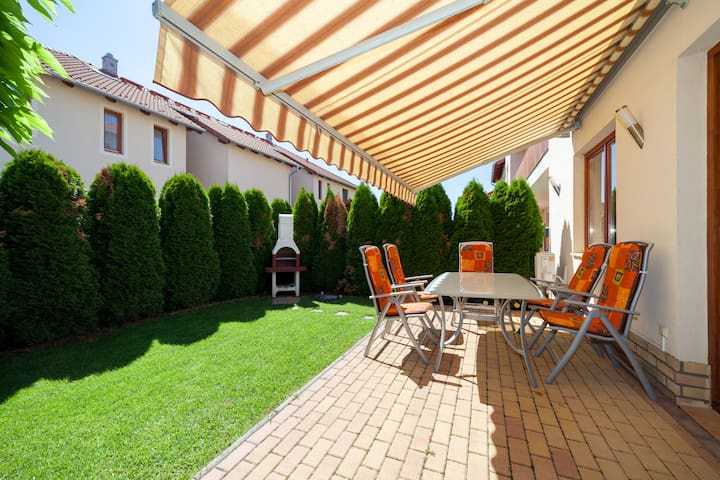 Garden house - spacious and comfy - Budapeşte - Daire