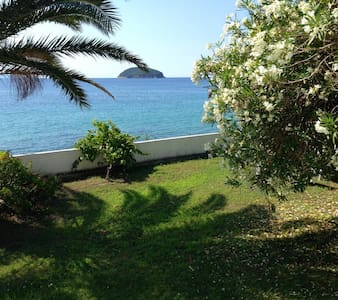 Apartment in front of the sea - Kavala - Huis