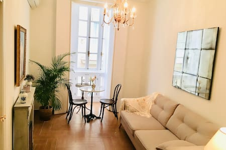 """La Dama""Newly Renovated Colonial Styled Apartment"