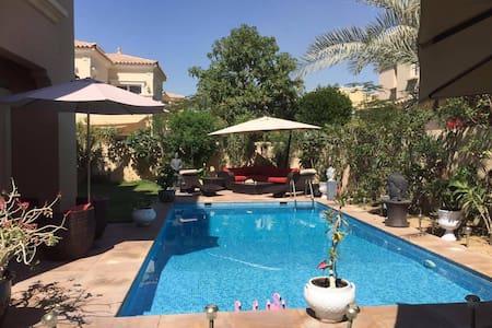 Luxueuse villa avec piscine privee - ドバイ