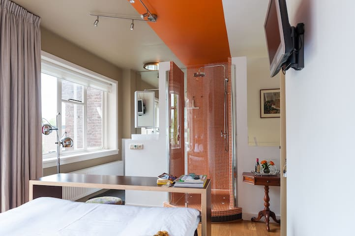 Bed and Breakfast Tilburg City Centre - near 013