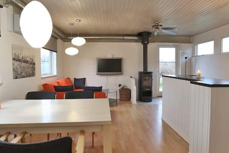 Lille nyrenoveret bolig i rolige omgivelser - Hasselager - Dom