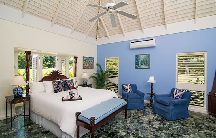 Little Palm, Luxury Beachside Villa - Montego Bay