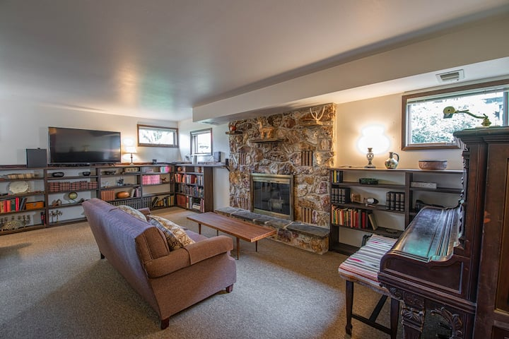 Split-level home in the heart of South Sandpoint w/ large deck - dogs OK!