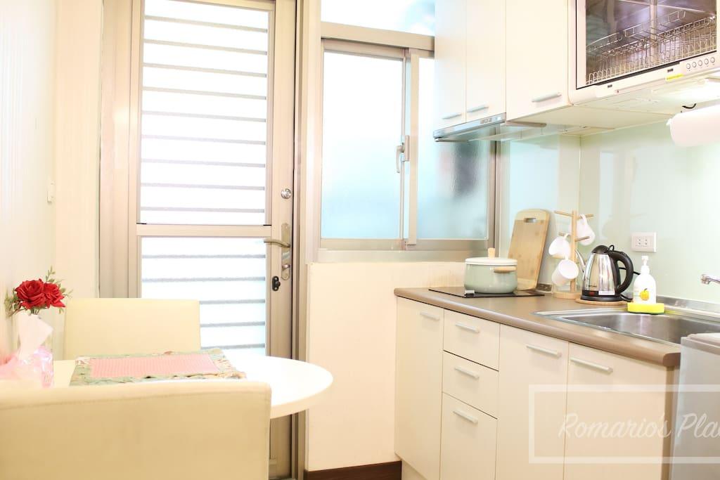 想要有自己的廚房和陽台嗎?這裡就有一切!Your own kitchen, kitchenette and balcony.