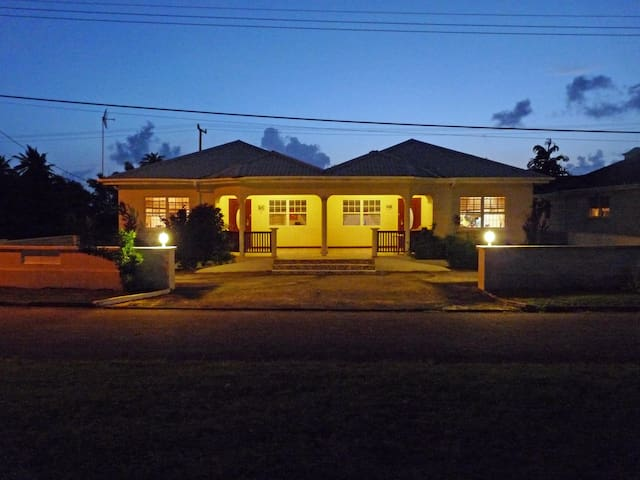Palm Tree House near Heywoods Beach - Speightstown - Apartamento