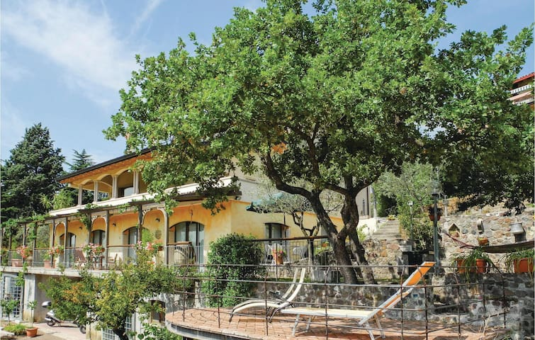 Holiday apartment with 1 bedroom on 40m² in Caprino Veronese VR