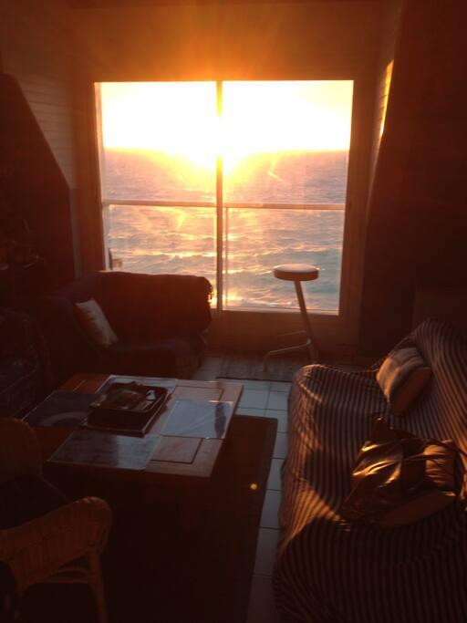 Parfois de très beaux couchers de soleil avec la mer haute ;-) !