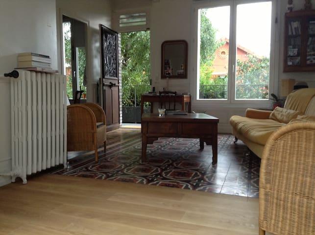 Lilas à Paris, Chambre à la maison - Les Lilas