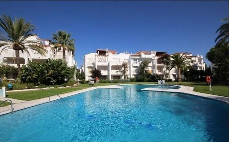 Beach side with pool and gardens - Playa del Sol Villacana - Pis