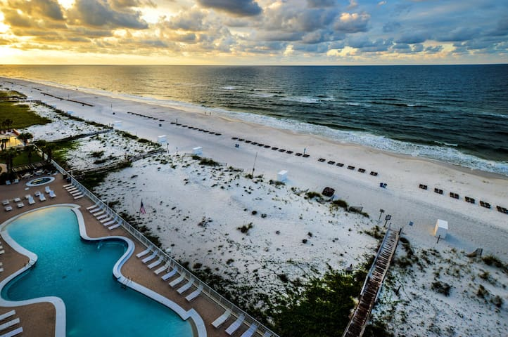 Gulf Front~Zero Entry Pool~Fall Into a Great Vacay! Book Now!
