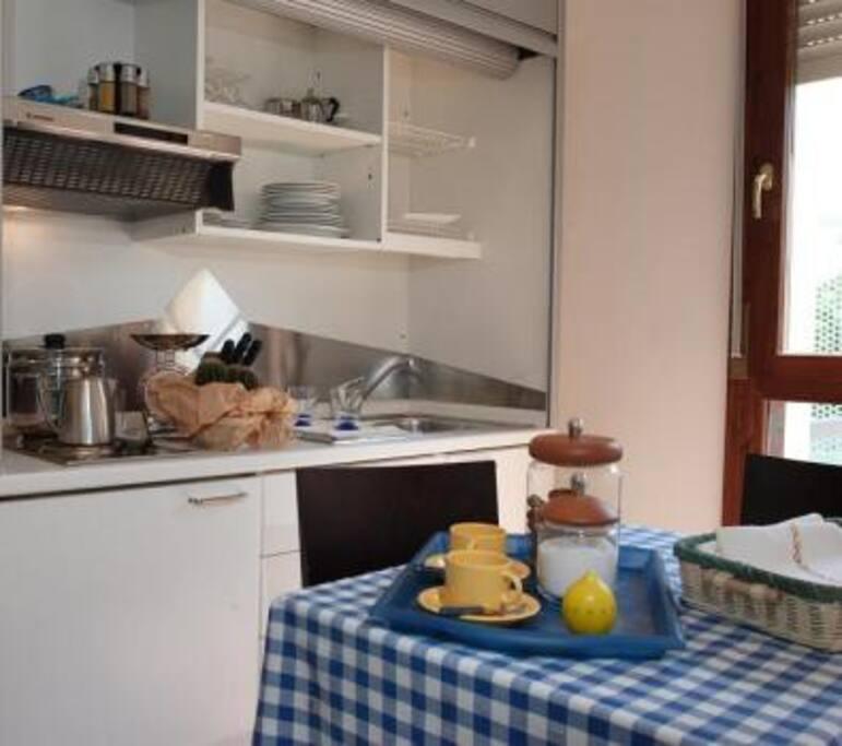 Il cucinotto completo di tutto! Inclusa una macchina da caffè con cialde Lavazza.