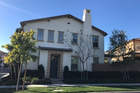 Luxury space single house 2840ft  4bed/3.5bath - Irvine