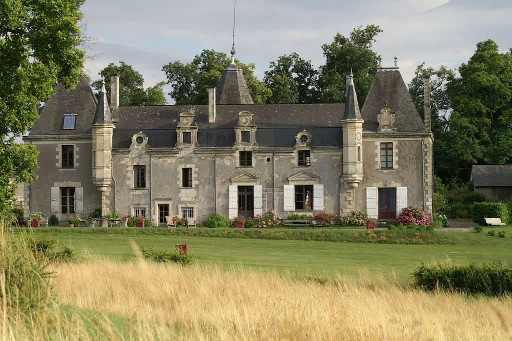Chateau de la giraudiere blaison gohier 49 chambres d for Chambre d hote chateau de la loire