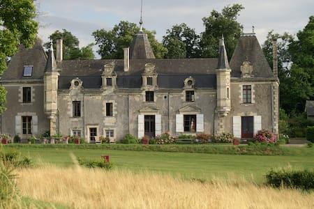 GuestHouse Chateau de la Giraudiere - Blaison-Gohier