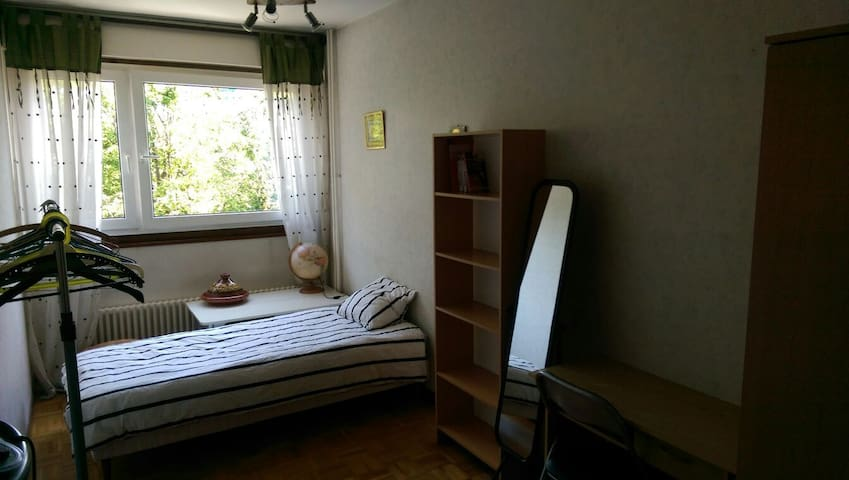 Quiet & cosy private room in Geneva - Lancy