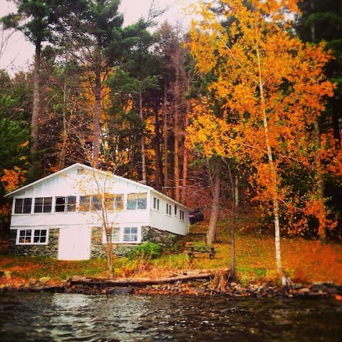 1920's Lakefront Cabin - Hinesburg - Cabin