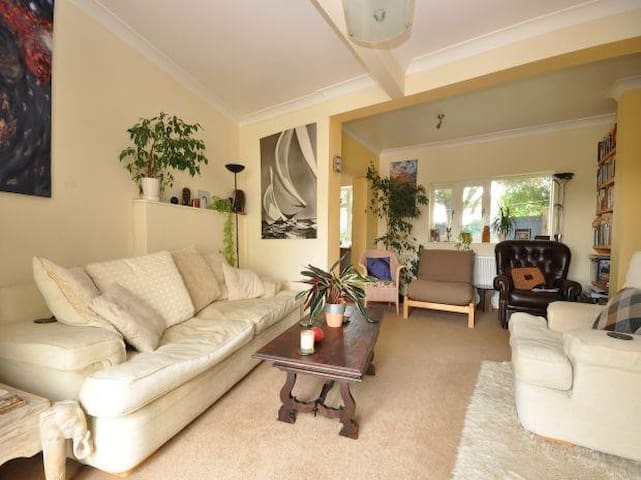 Open plan home, handy for countryside, sea & city. - Brighton - Huis
