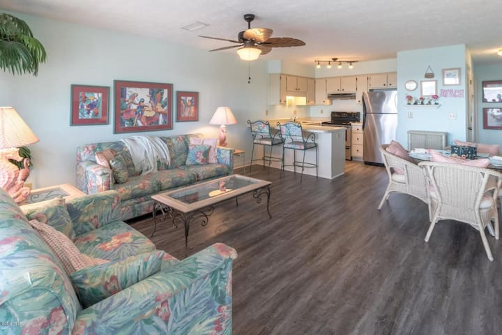 Weather is great in PCB!  2BD/2BA Condo Sleeps 6