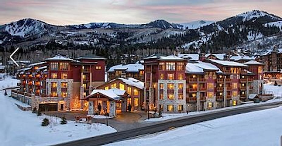 3 BR/4BA Christmas Week Dec 21-28 2019 Ski in/out