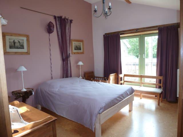 Grande chambre à coucher de 2 personnes, sol en liège chaleureux