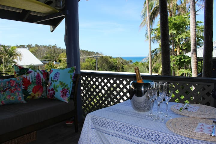 Ocean View Angourie. Stylish Beachside Apartment.