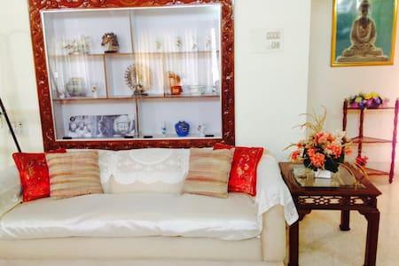 Gold Buddha bedroom, walk to KPJ