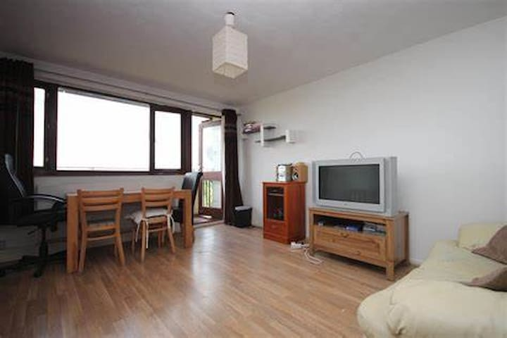 Bermondsey flat near Canary Wharf & the City