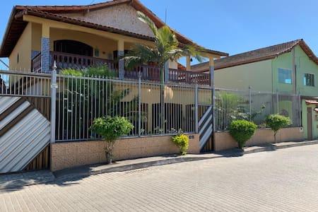 Confortável casa em Itaoca Praia - ES
