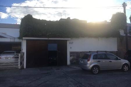 Cuarto/Casa zona Glorieta Chapalita - Guadalajara - Hus