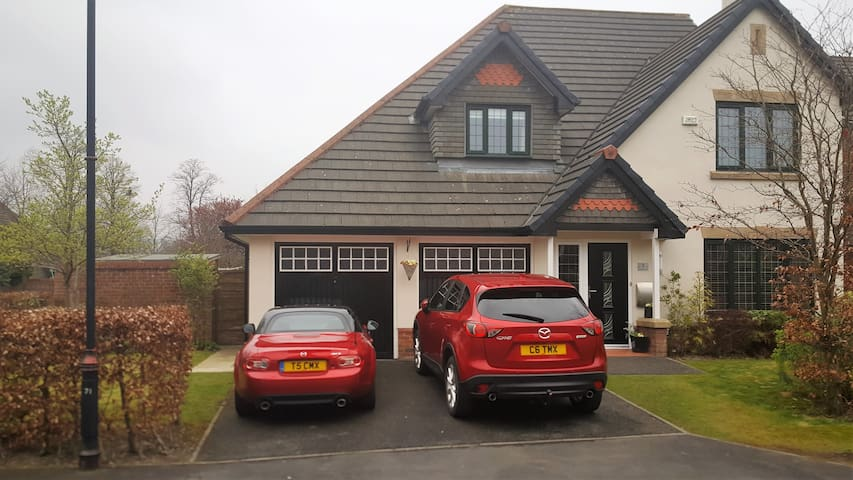 Spacious Ensuite room in large modern house - Whalley - Casa