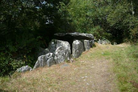 Bon repos : Vue sur la vallée du Blavet - House