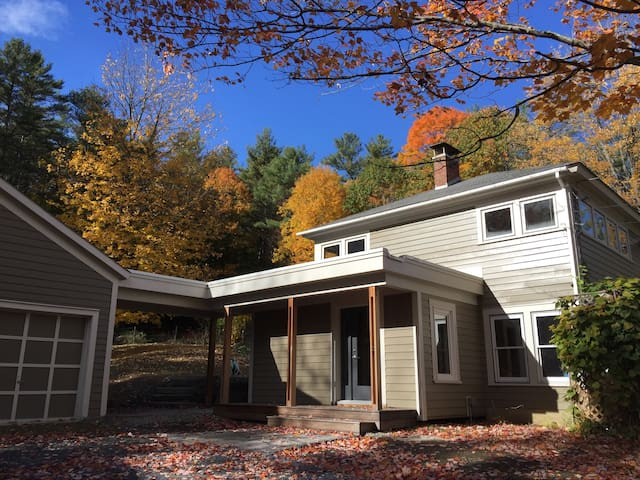 Bright remodeled home with lovely views Norwich VT - Norwich - Dům
