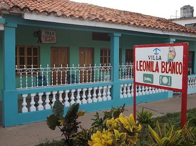 Villa Leonila Blanco, Puerto Esperanza
